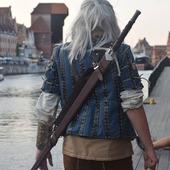 ENG BELOW 👇  Zapraszamy Was na spotkanie ze spacerującymi po gdańskich uliczkach,  Geraltem oraz jego piękna towarzyszką Yennefer!   W dniach 14-15.08 będą na @jarmarkdominika!   Wpadnij do nas i weź grosza od Wiedźmina! 🗡️  We invite you to meet Geralt and his beautiful companion Yennefer, who is walking on the streets of Gdańsk!  On August 14-15, they will be on @jarmarkdominika!   Come to us and take a coin from the Witcher! 🗡️  #witcher #wiedźmin #yennefer #jarmarkdominikanski #coin #tossacointoyourwitcher #gdańsk