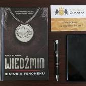 """ENG BELOW 👇🏻 W naszych rękach jest już książka """"wiedźmin. Historia fenomenu"""" autorstwa Adama Flammy. Zabieramy się już za tę interesującą lekturę! 😊 🇬🇧 We already have the book """"Witcher. History of the Phenomenon"""" by Adam Flamma. We're about to start this interesting reading! 😊  #coin #numismatic #pomorskie #mennicagdanska #trojmiasto #firmazgdańska #gdansk #collector #coincollector #silver #investing  #coins #coinscollection #worldcoins #coinmaster #coinhunting  #coincollecting  #mintofgdansk #hobby #passion #numismatics #money #unusualcoins #coincollectorsofinstagram #investments #investmentcoins #mennica #thewitcher #thewitchernetflix #wiedźmin"""