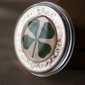 ENG BELOW 👇🏻  Pozostajemy w temacie prezentów. Czy może być lepszy podarunek, niż srebrna moneta, pozłacana różowym złotem, zawierająca...prawdziwą czterolistną koniczynę? 😍  Zobaczcie jakie monety na prezent mamy dostępne od ręki - link w bio! 😊  🇬🇧  Staying on the theme of gifts: we offer a silver coin, rose gold plated, containing a real four-leaf clover!😍  Check out the gift coins we have available on hand - link in bio! 😊  #mennicagdanska #coin #numismatists #numizmatyka #investing #investmentcoins #silvercoin #silver #srebro #prezentnawalentynki #walentynki #walentynki2021 #valentines #valentines_day #valentinesgift #gift #giftforlove #perfectgift #clover #czterolistnakoniczyna #koniczyna #koniczynanaszczęście
