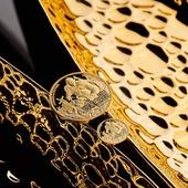 ENG BELOW 👇  Maszyna ruszyła! 📈 Po raz pierwszy w historii Wiedźmin został wybity w czystym złocie!   Monetę wybito z 1/10 uncji złota. Każda z monet dostarczana jest wraz z certyfikatem autentyczności w eleganckim drewnianym pudełku, lakierowanym na wysoki połysk. Nakład jest limitowany - wybito tylko 1000 sztuk!  Zapraszamy na naszą stronę! 💪  The machine started! 📈   For the first time in history, The Witcher was minted in pure gold! The coin was minted from 1/10 ounce of gold. Each coin is delivered with a certificate of authenticity in an elegant wooden box, lacquered to a high gloss. The mintage is limited - only 1000 pieces were minted!  Please visit our website! 💪  #numismatic #coins #collect #banknotes #banknotecollectors #hobby #coaching #training #wiedźmin #witcher #comingsoon #coin #coinmasters #gold #mintofgdansk #money #goldback #invest #investment