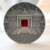 """ENG BELOW 👇🏻  W końcu dotarła do nas wspaniała moneta """"Karakorum"""" ❤️  Oprócz niezwykle precyzyjnego wizerunku zdobi ją wstawka z kolorowego szkła. Wiedzieliśmy, że moneta ta zachwyci niejednego kolekcjonera! 😉  🇬🇧  Finally we received a wonderful coin """"Karakorum"""" ❤️.  In addition to the extremely precise image, it is decorated with an inset of colored glass. We knew this coin would delight many a collector! 😉  #numismatists #numismatic #investmentcoins #silvercoins #collector #mintofgdansk #numizmatyka #inwestycja #srebro #monety #monetykolekcjonerskie #mennicagdanska #szkło #karakorum #historyfan #historia #moneta"""