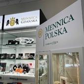 ENG BELOW 👇🏻  Od lat współpracujemy z @mintofpoland W tym roku owocem naszej współpracy jest oficjalny punkt Mennicy Polskiej w naszej Mennicy Gdańskiej 😊  Dzięki temu możecie od ręki zakupić u nas sztabki złota i srebra Mennicy Polskiej, ale również wielu innych dystrybutorów. Dodatkowo, w ofercie Mennicy Polskiej dostępnej w naszym punkcie znajdują się również monety okolicznościowe - doskonale jako prezent na ślub, czy chrzest.  Informacji o aktualnym asortymencie udzieli Wam nasz pracownik pod numerem telefonu: +48 513 193 869 lub pod adresem mailowym: info@mennica-gdanska.pl 💝  🇬🇧  We have been cooperating with @mintofpoland for years.  This year, the fruit of our cooperation is the official point of the Mint of Poland in our Mint of Gdansk 😊.  Thanks to this, you can immediately purchase gold and silver bars of the Mint of Poland, but also of many other distributors. Additionally, the offer of the Mint of Poland available in our store includes commemorative coins - perfect as a gift for a wedding or baptism.  For information about the current assortment, please contact our employee by phone: +48 513 193 869 or by email: info@mennica-gdanska.pl 💝  #mennicagdanska #coin #numismatists #numizmatyka #investing #investmentcoins #silvercoin #silver #srebro #mennicapolska #mintofpoland #monetykolekcjonerskie #monetyokolucznościowe #coins #coinsforgift