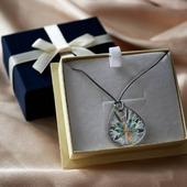 ENG BELOW 👇🏻  Jako walentynkowy prezent sprawdzi się również moneta, która jest...naszyjnikiem! 🤯 Piękny, kolorowy wzór i ozdobne pudełko. Od razu nadaje się do wręczenia. Ta wspaniała moneta to zasługa @mintofpoland 💪 Mamy nadzieję, że będzie ich więcej!  Zobaczcie jakie monety na prezent mamy dostępne od ręki - link w bio! 😊  🇬🇧  This coin is...a necklace! It can be a perfect valentine's gify. 🤯 Beautiful, colorful design and decorative box. Instantly suitable for gifting. This gorgeous coin is courtesy of @mintofpoland 💪 We hope there are more to come!  Check out the gift coins we have available on hand - link in bio! 😊  #mennicagdanska #coin #numismatists #numizmatyka #investing #investmentcoins #silvercoin #silver #srebro #prezentnawalentynki #walentynki #walentynki2021 #valentines #valentines_day #valentinesgift #gift #giftforlove #silvernecklace #colorfulnecklace #mennicapolska