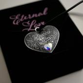 """ENG BELOW 👇🏻  Nowoczesna numizmatyka to nie tylko klasyczne, okrągłe monety. Teraz proponujemy Państwu monetę, którą można zawiesić na szyi!   """"Wieczna Miłość"""" to doskonały pomysł na prezent dla ukochanej osoby ❤️  🇬🇧  Modern numismatics is not only about classic round coins. Now we offer you a coin that you can hang around your neck! """"Eternal Love"""" is a perfect gift idea for a loved one ❤️  #mennicagdanska #coin #numismatic  #numizmatyka #investing #investment #investmentcoins #silvercoin #silver #srebro #love #eternallove #necklace"""