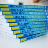 """Wieloletni fan numizmatyki wydał własną książkę! 😍 Pana Marka Wentę znamy od lat. Cenimy jego doświadczenie, ciekawe opowieści oraz poczucie humoru. Jako kapitan żeglugi wielkiej zmagał się z nie jednymi problemami. Swoje historie zawarł w książce """"Na przekór bałwanom"""" - od dzisiaj możecie zakupić ją w naszym sklepie! 😊 #bookstagram #book #bookstagrampl #booklover #bookphotography #bookaddict #books #marine #marynarka #marynarz #żegluga #mennicagdanska"""